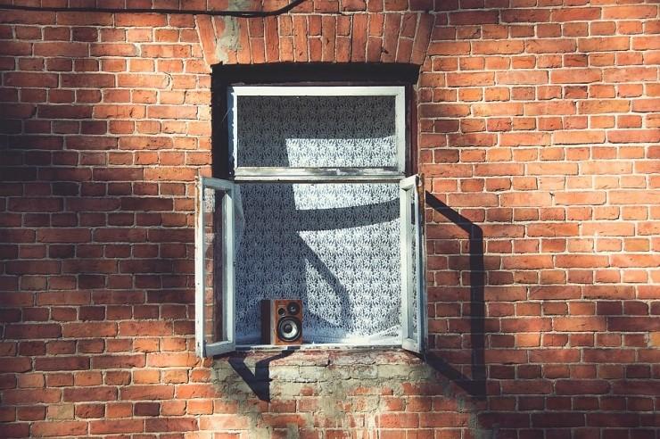 window-frame-1081671_960_720
